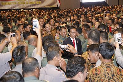 Presiden RI Beri Arahan Kepada Personel TNI-Polri se-Solo Raya