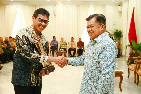 Gubernur Sumbar Terima Penghargaan WTN Wiratama Dari Wakil Presiden RI
