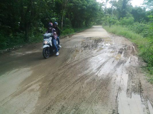Kondisi Jalan Utama Menuju  Kantor Bupati Sula,Tangung  Jawab Balai Malut