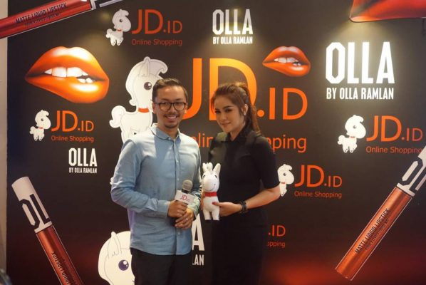 """JD. ID Gandeng Lipstik """"OLLA by Olla Ramlan"""""""