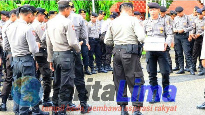 Masya Allah, Polisi di Pamekasan Rela Berbagi