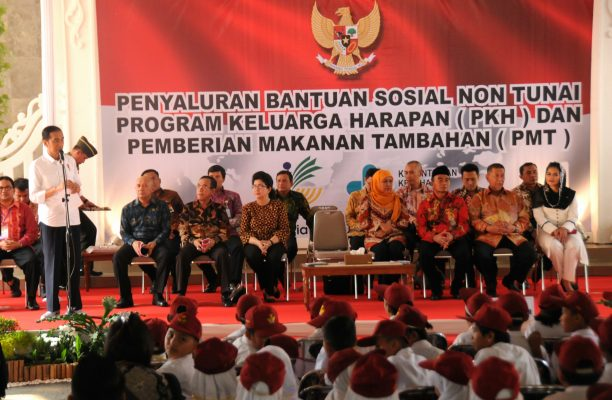Presiden Jokowi: Uang PKH Tidak Boleh Buat Beli Rokok Atau Pulsa