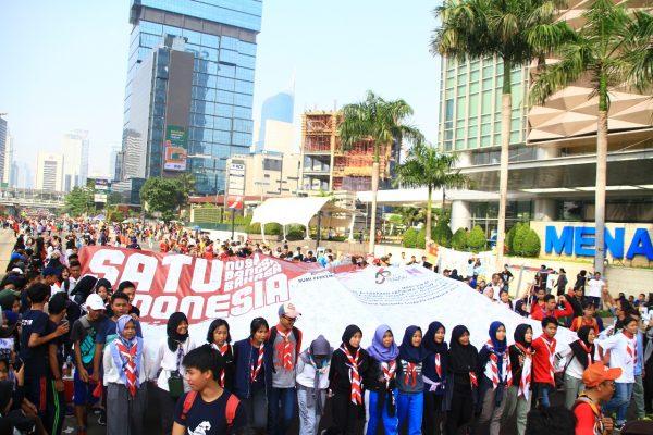 Ribuan Warga Tanda Tangani Spanduk Satu Indonesia yang Digelar Pramuka