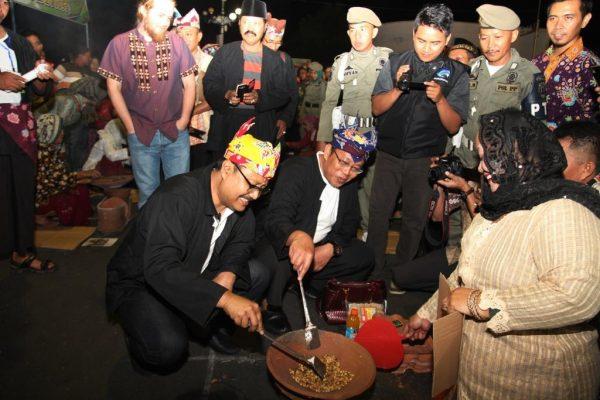 Wagub Jatim, Hadiri  Festival dan Lomba  Duta Putri Kopi Situbondo