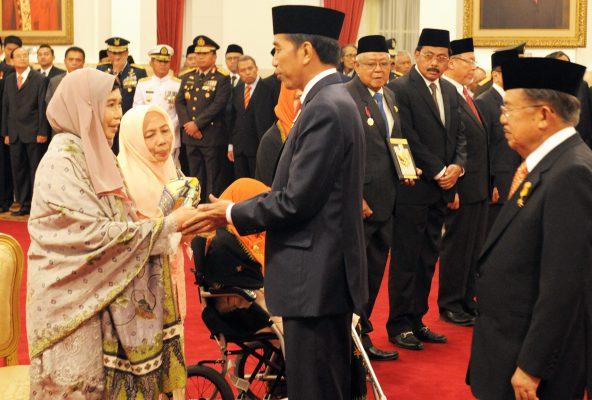 Presiden Anugerahkan Gelar Pahlawan Nasional Kepada 4 Tokoh
