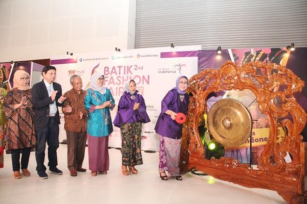 Fatma Saifulallah Yusuf  Buka Pameran Batik Fashion Fair 2017