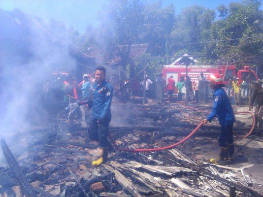 Dua Rumah Di Benjeng Terbakar Akibat Tabung Elpiji Bocor