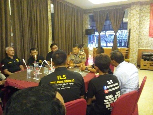 Cangkrukan Kapolresta Sidoarjo, Dengan Komunitas ILC