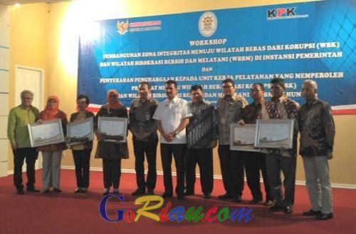 Hari Anti Korupsi Internasional, Menpan RB Serahkan Penghargaan untuk 83 Unit Kerja WBK/WBBM