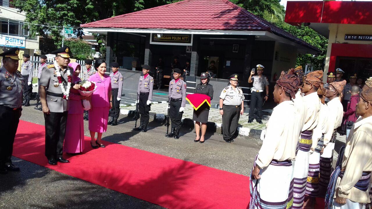 Kapolda Raja Erizman Tiba di Polda NTT Disambut Natoni