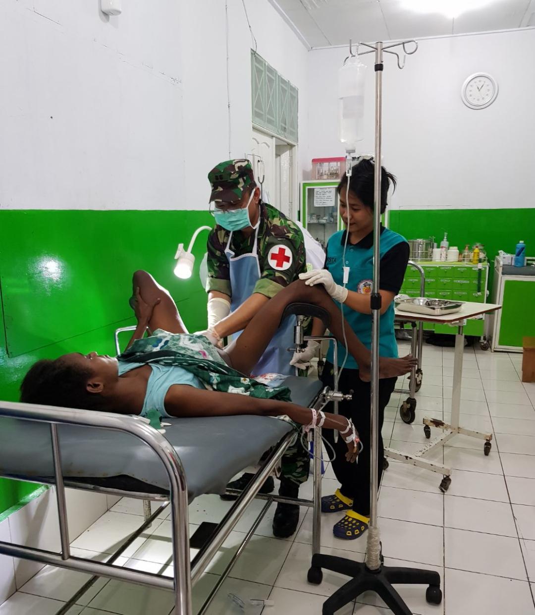 Berita Foto: Satgaskes TNI Selamatkan Nyawa Ibu Akibat Pendarahan Pasca Persalinan
