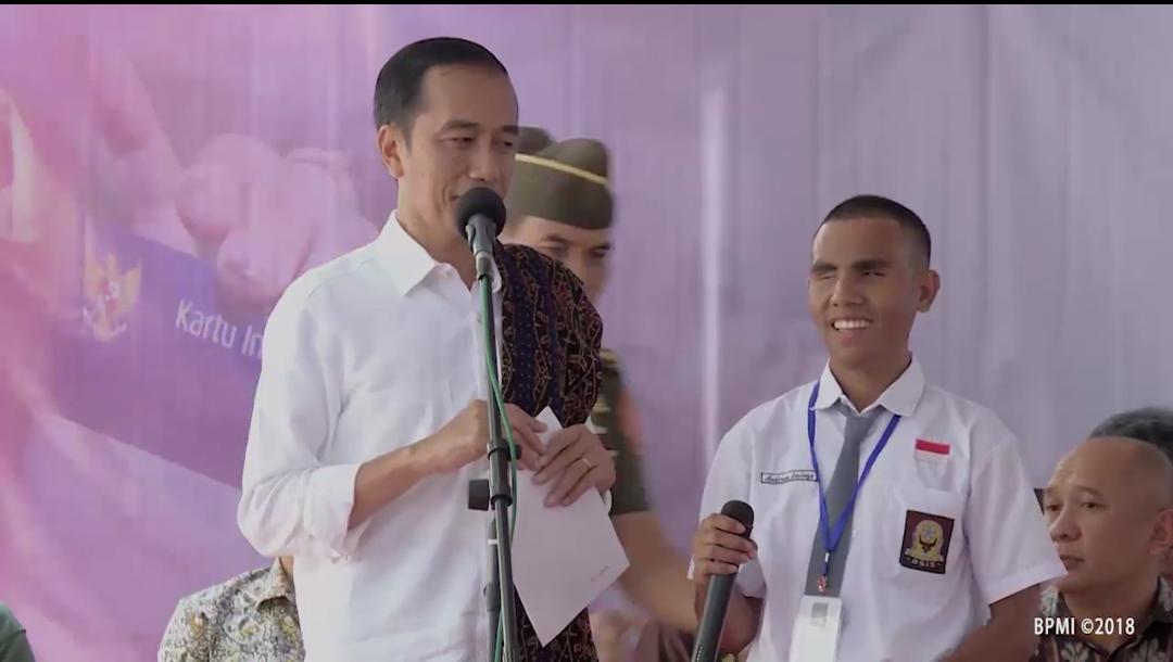 Video : Presiden Jokowi Berikan Hadiah Untuk Ade