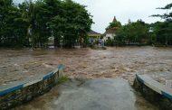 Kecamatan Wongsorejo dikepung Banjir Akibat Di Guyur Hujan