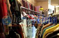Abaikan Aturan, Salah Satu Plaza di Surabaya Jual Baju Bekas