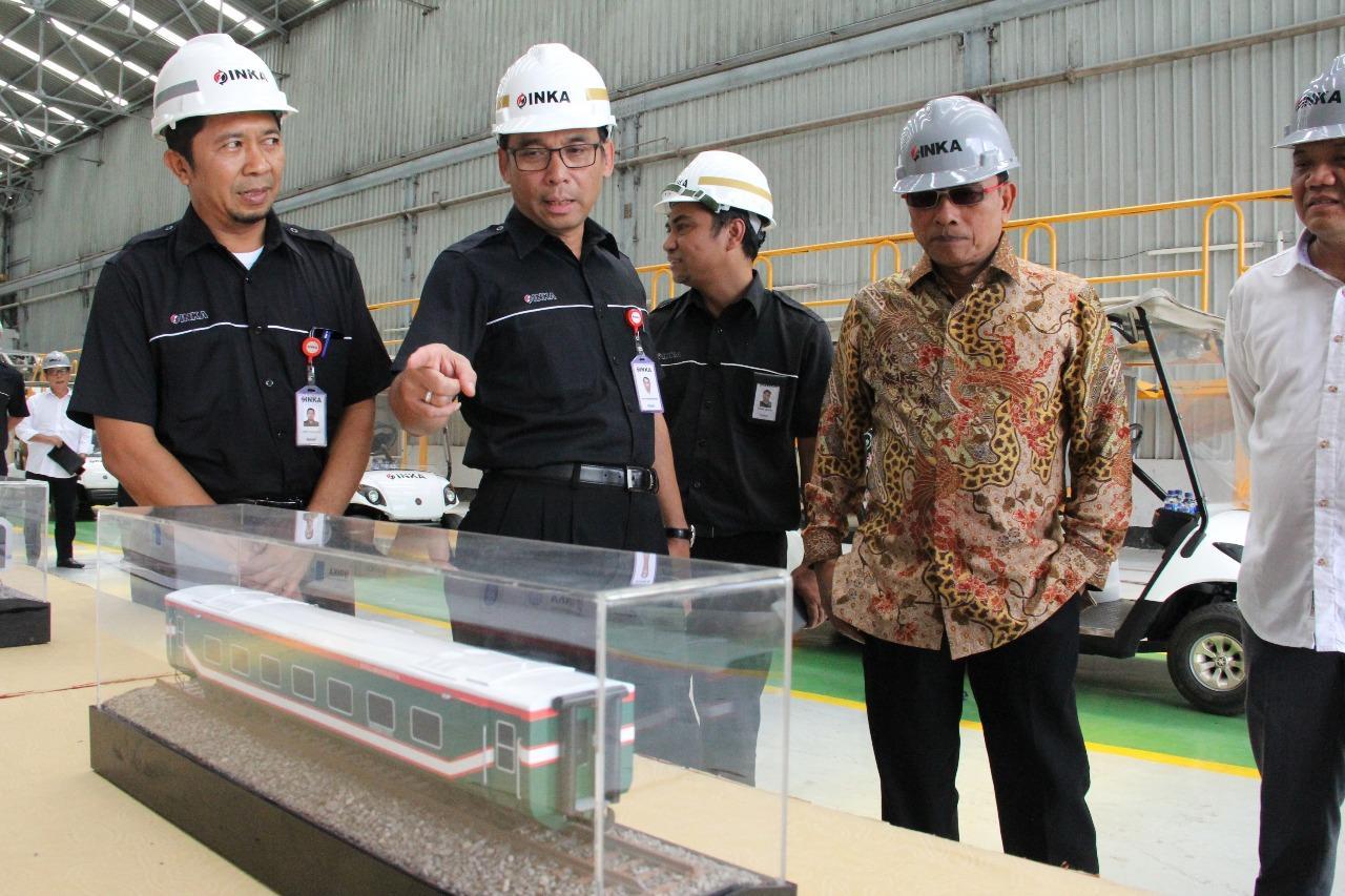 Kunjungi PT Inka Madiun, Moeldoko: Kereta LRT Palembang Siap Dikirim