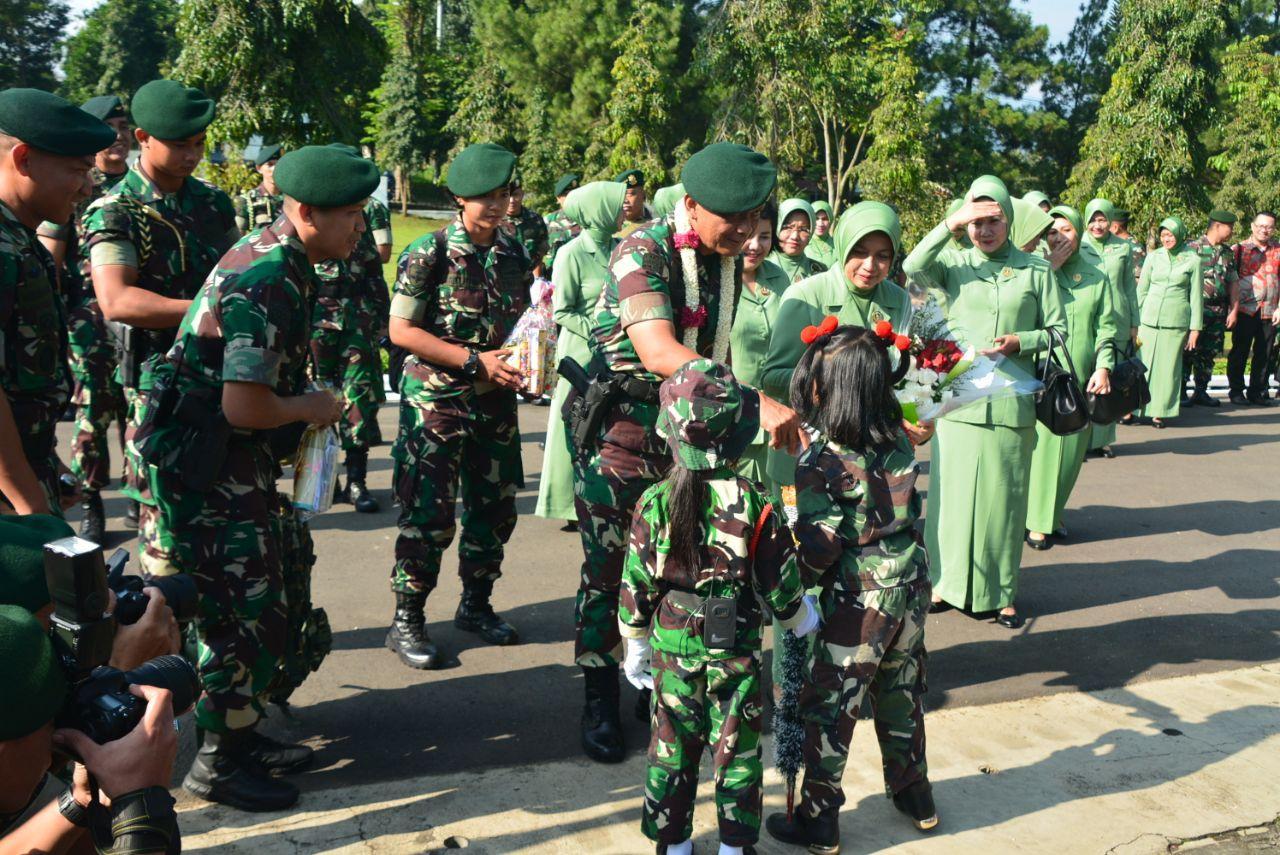 Pangkostrad Buka Bazar dan Pasar Murah di Yonif Mekanis Raider 411 Kostrad