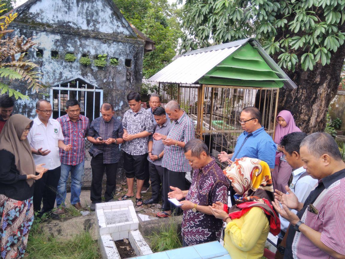 Civitas Akademika Unsa Makassar Ziarah ke Makam Pendiri Kampus
