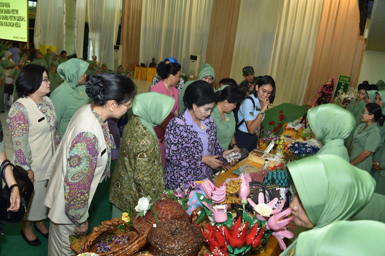 Ketum Dharma Pertiwi : Keharmonisan Keluarga  Bentuk Dukungan Istri Prajurit TNI