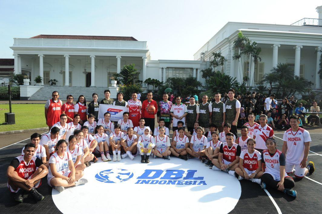 Presiden Main Basket dengan Pemain DBL
