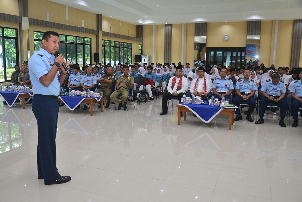 Perkuat Kemanunggalan TNI-Rakyat, Ikuti Ceramah Komsos di Makoopsau I