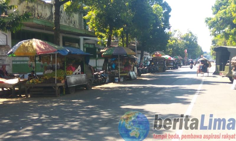 Pedagang Buah Enggan Direlokasi ke Pasar Induk Bondowoso