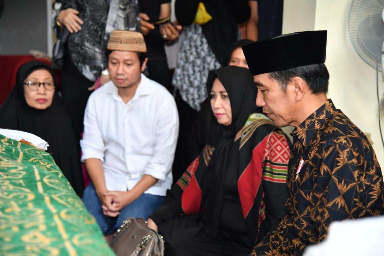 Presiden Jokowi Melayat Ke Rumah Duka Almarhum Dawam Rahardjo