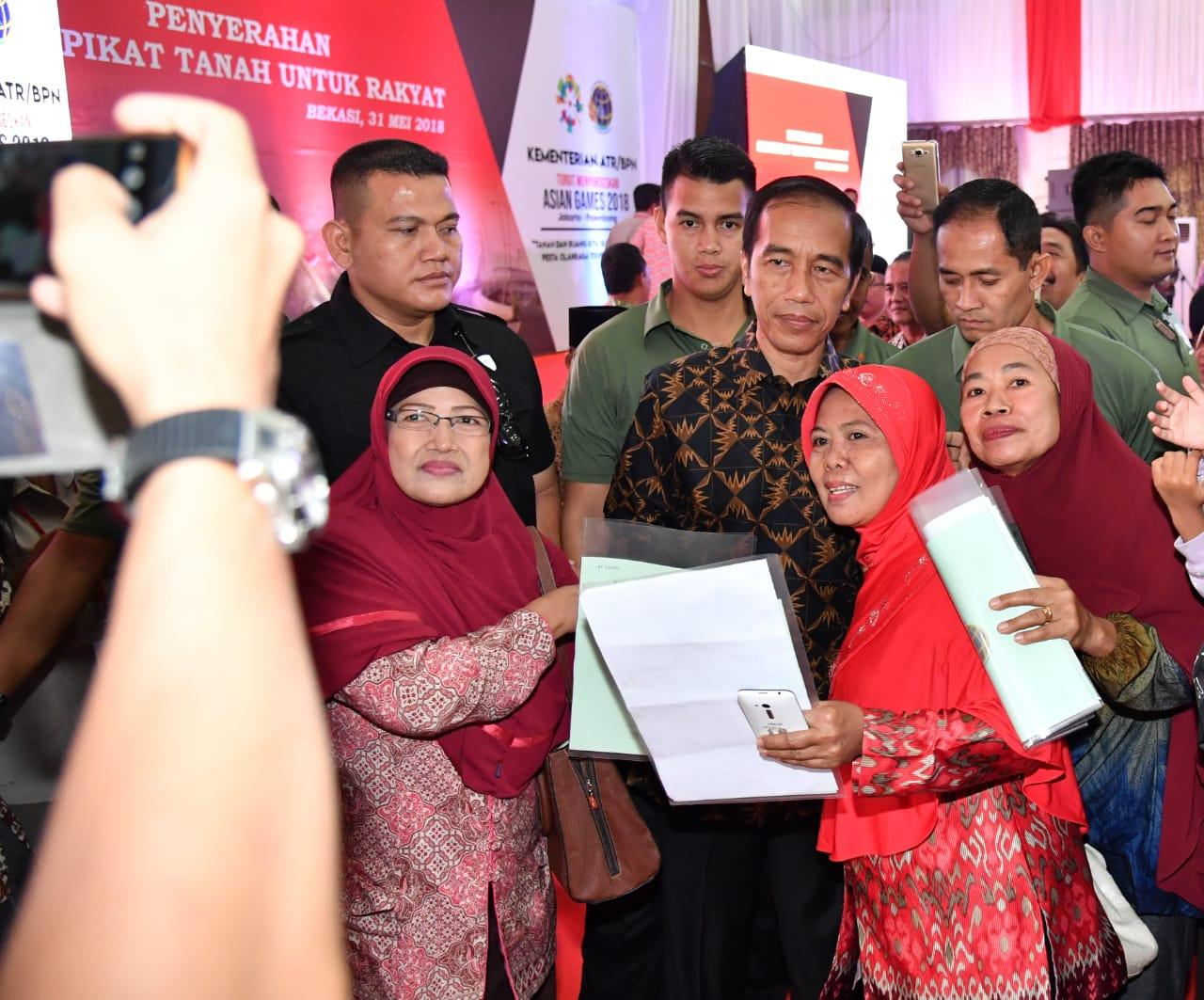 Presiden Serahkan 3.026 Sertifikat kepada Warga Bekasi dan Jakarta Timur
