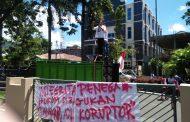 Kepung Kejati, Massa Aksi Pertanyakan Kelanjutan Kasus Korupsi Obi