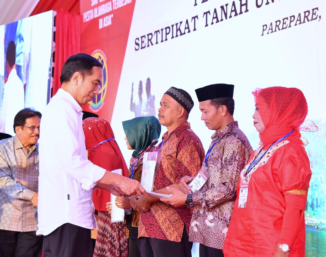 Presiden Jokowi Serahkan 5.000 Sertifikat untuk Warga Sulsel di Parepare