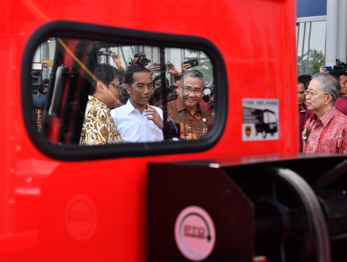 Presiden Sebut Tiga Tantangan bagi Dunia Otomotif Sekarang