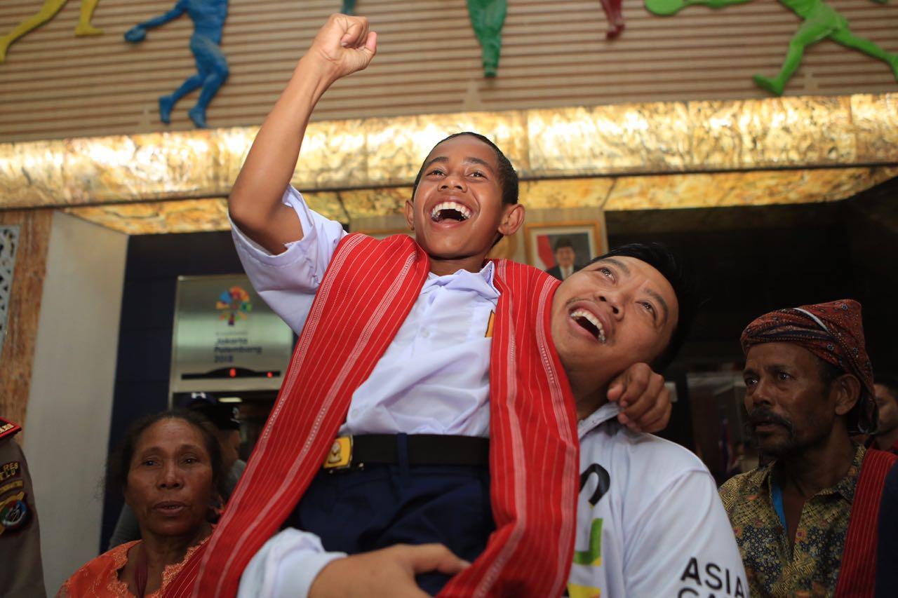 Menpora Undang Anak Pemanjat Tiang Bendera Nonton Pembukaan Asian Games 2018