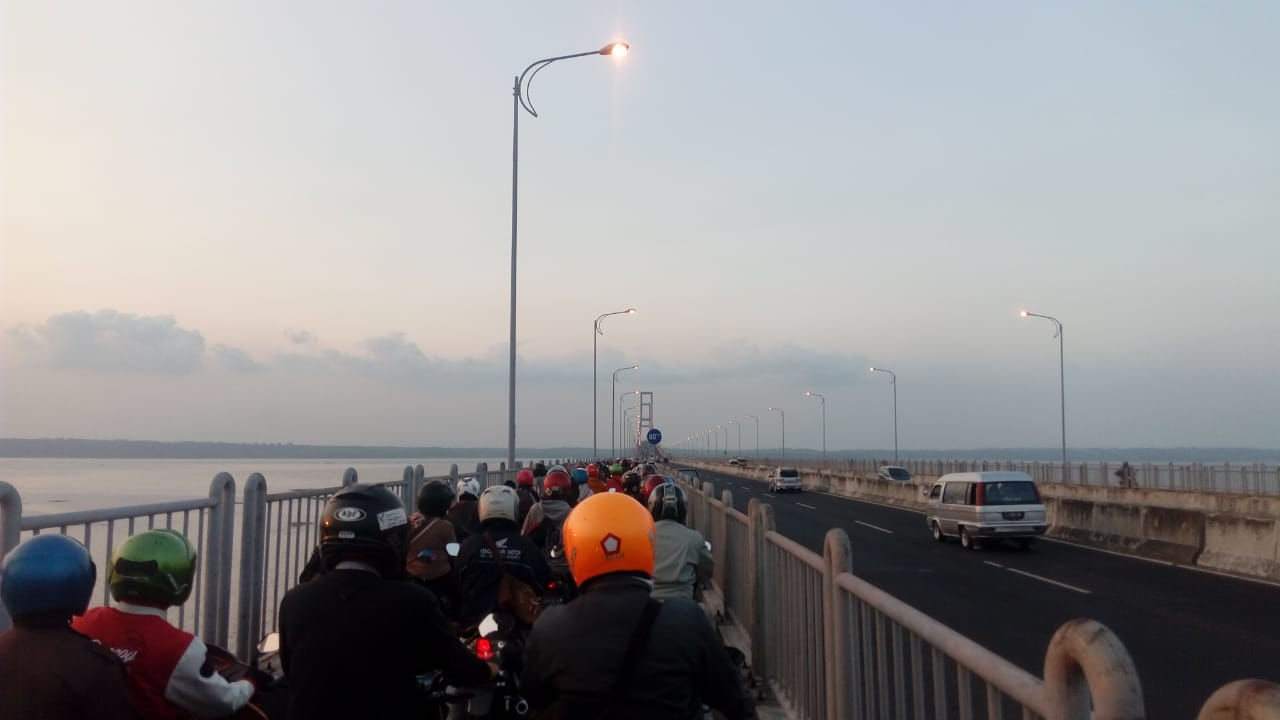 Menjelang Idul Adha, Pemudik Roda Dua Padati Jembatan Suramadu ...