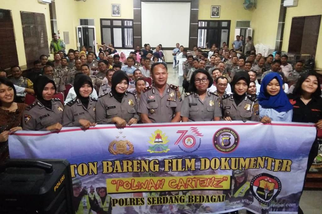 Polres Sergai  Nobar Film Dokumenter Ekspedisi Polwan Tangguh ke Puncak Cartenz Papua