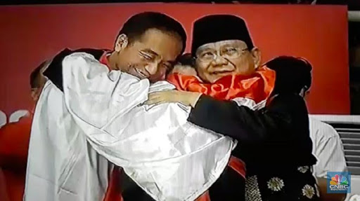 Pelukan Jokowi dan Prabowo, Olahraga Menyatukan Semua