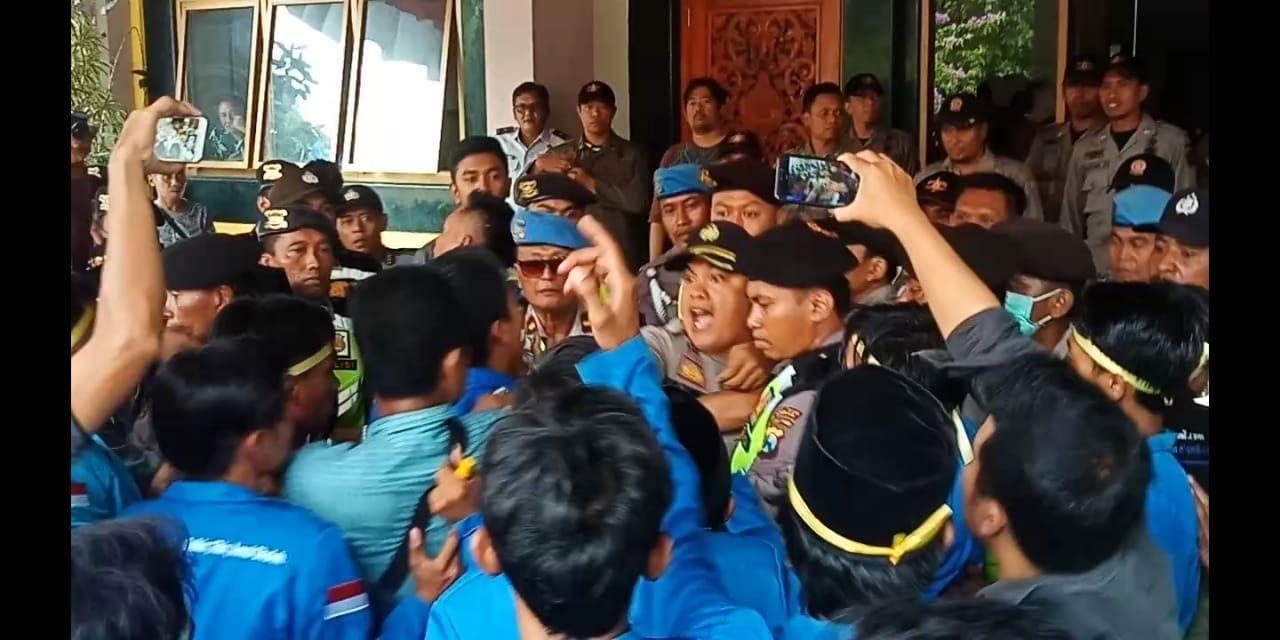 Bermaksud Amankan Aksi Demo, Kapolres Bangkalan Tersulut Emosi