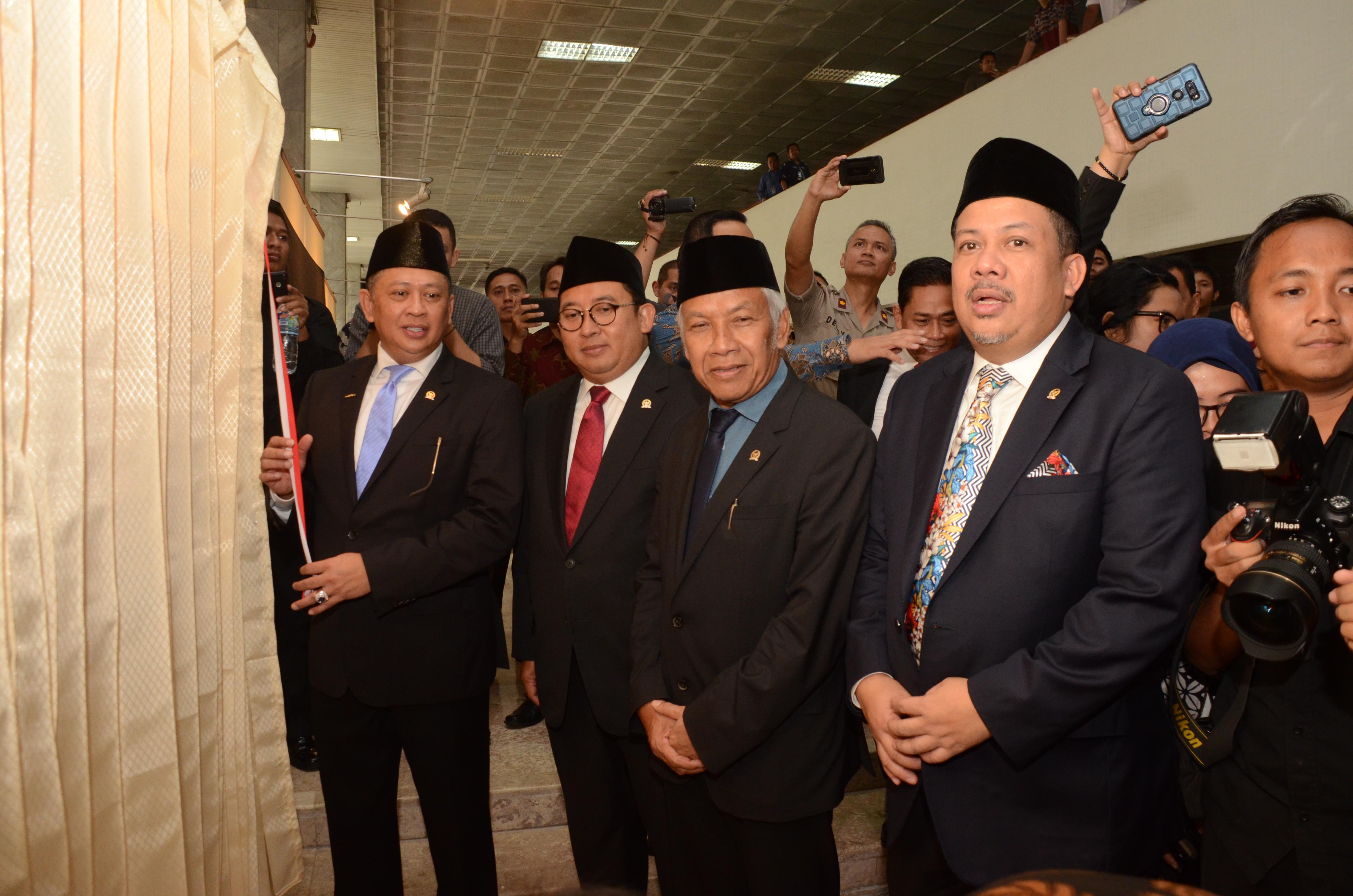 Ketua DPR Buka Pameran Foto Wartawan Parlemen 'DPR Now'