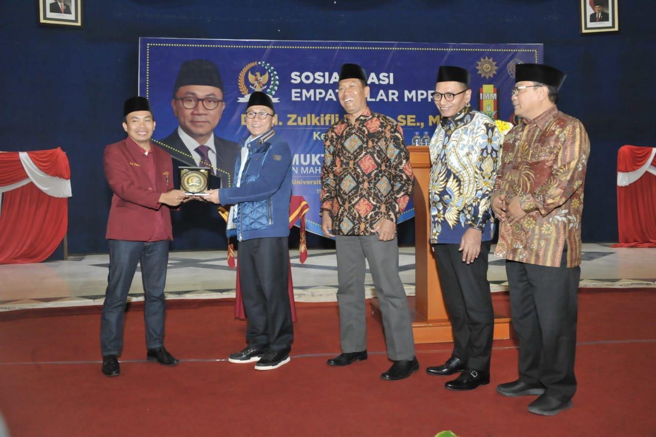 Zulkifli Hasan Ajak Mahasiswa Muhammadiyah Tolak Politik Uan