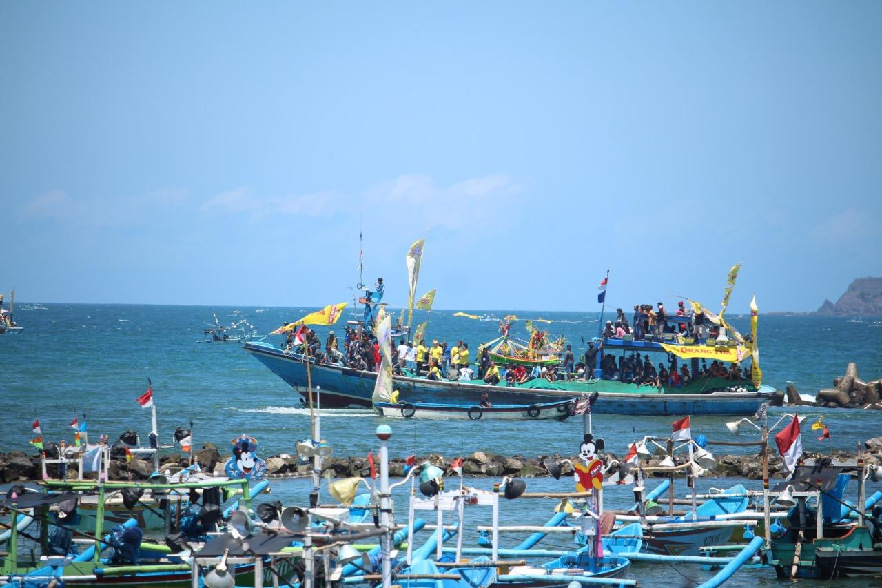 Lestarikan Tradisi Lokal, PT.BSI Dukung Petik Laut Pancer