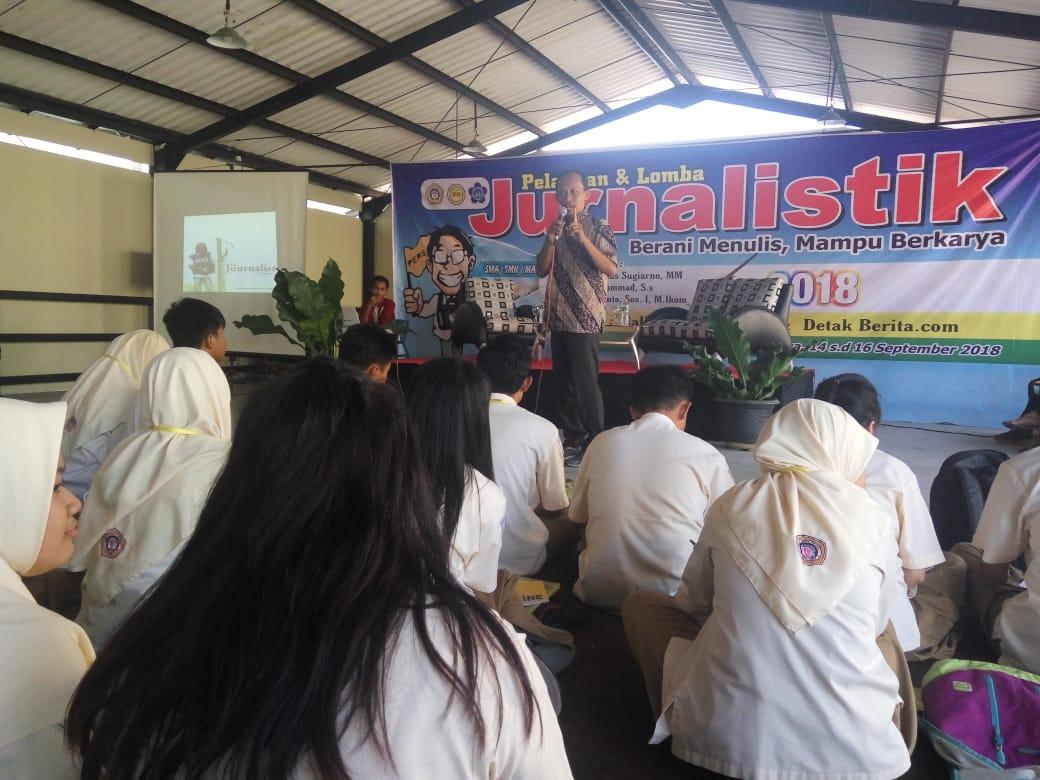 Beri Pelatihan Jurnalitik Pelajar SMA/SMK, Kampus Wiyung Surabaya Hadirkan SIWO PWI Jatim
