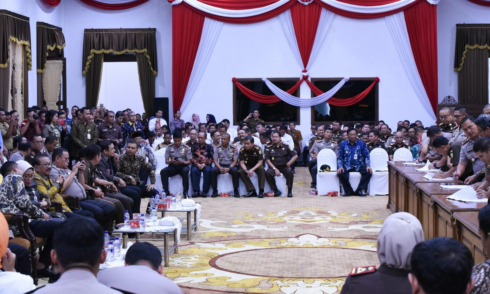 "Pakde Karwo :  ""Kepala Daerah Tak Perlu Khawatir Kriminalisasi Kebijakan"""