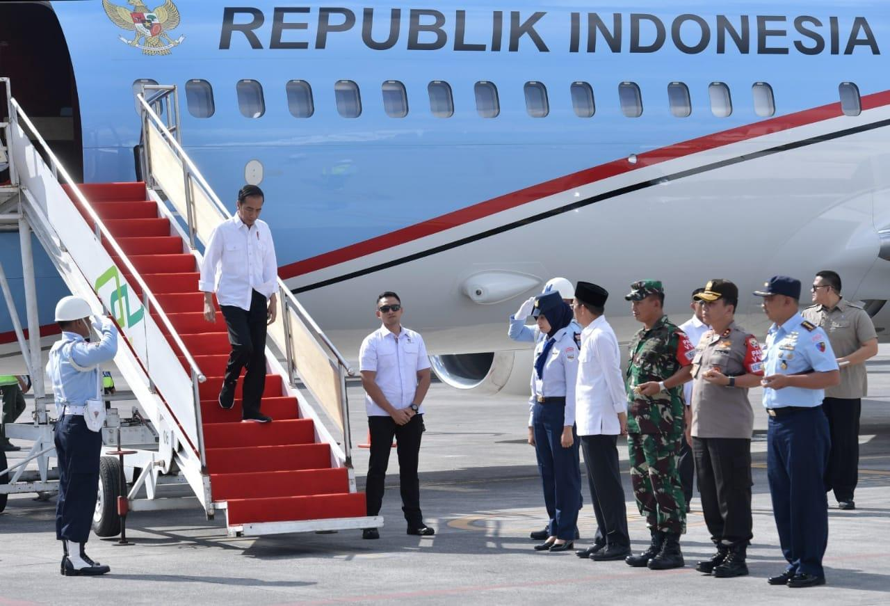 Kembali Kunjungi Lombok, Presiden Serahkan Langsung Bantuan Korban Gempa