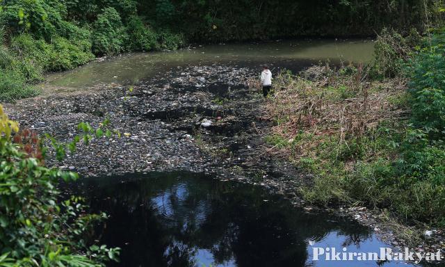 Keluarkan Bau Tak Sedap, Sandi Prihatin Sungai Cileungsi Ter