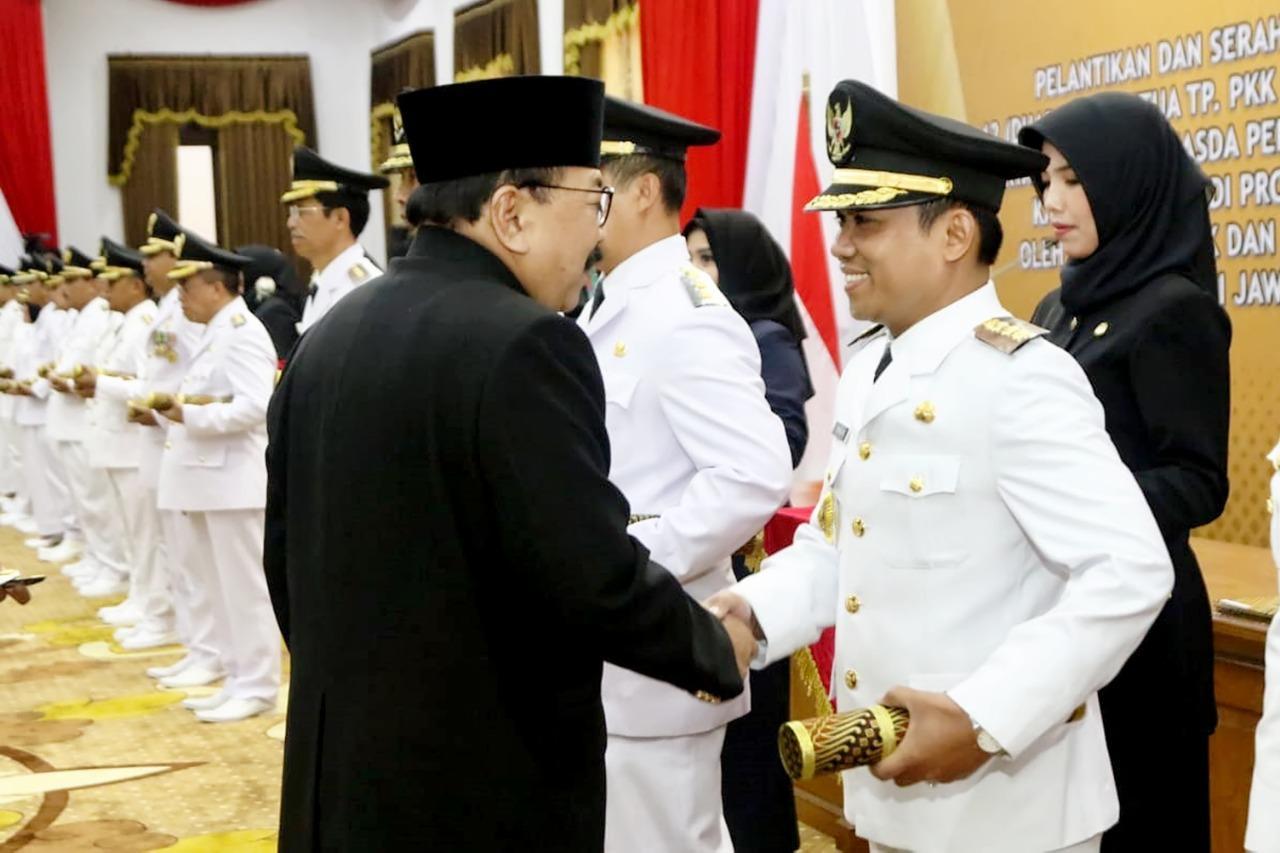 Pasangan Bupati dan Wakil Bupati Terpilih Dilantik Gubernur Jawa Timur Di Gedung Grahadi Surabaya