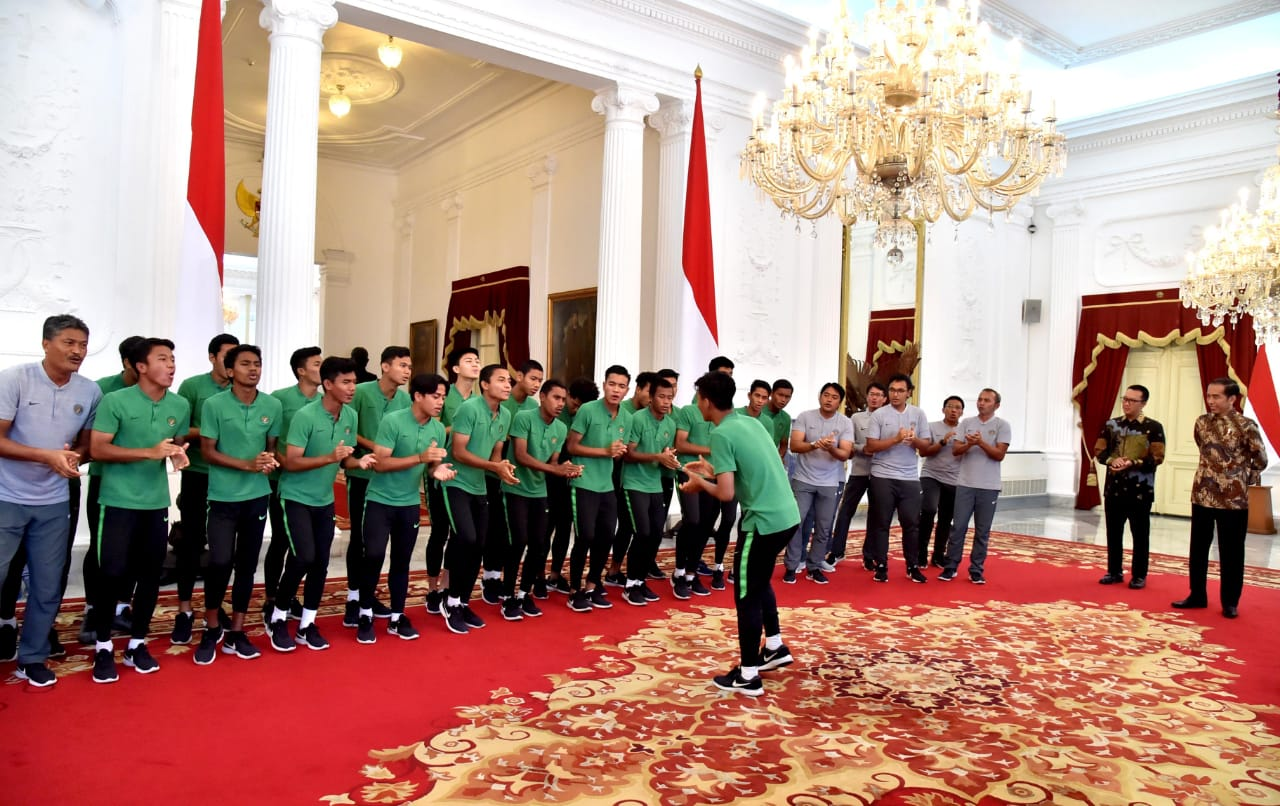 Terima Timnas U-16 di Istana, Presiden Minta Agar Tetap Kerja Keras