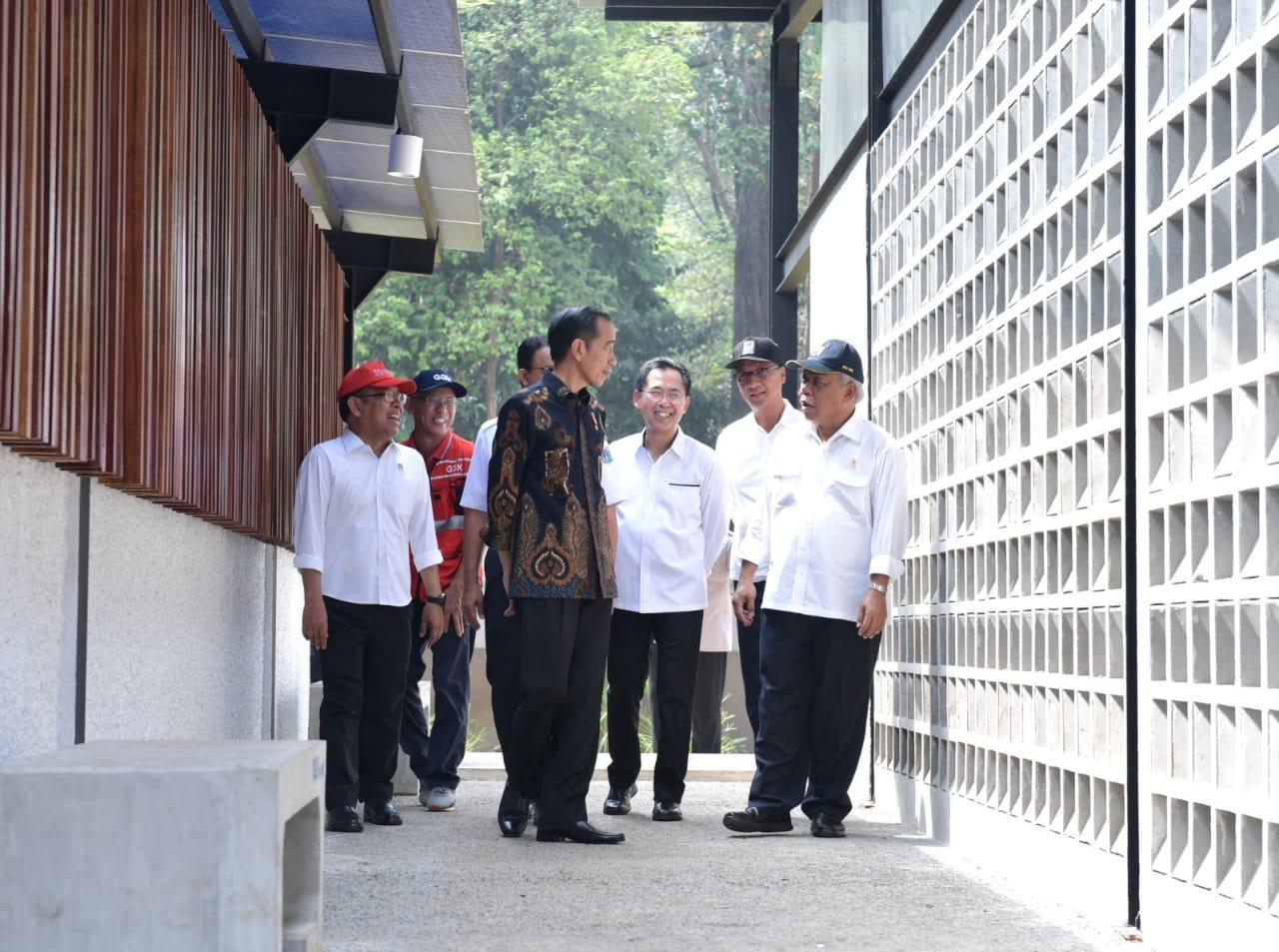 Presiden Jokowi Tinjau Fasilitas Ramah Disabilitas di GBK