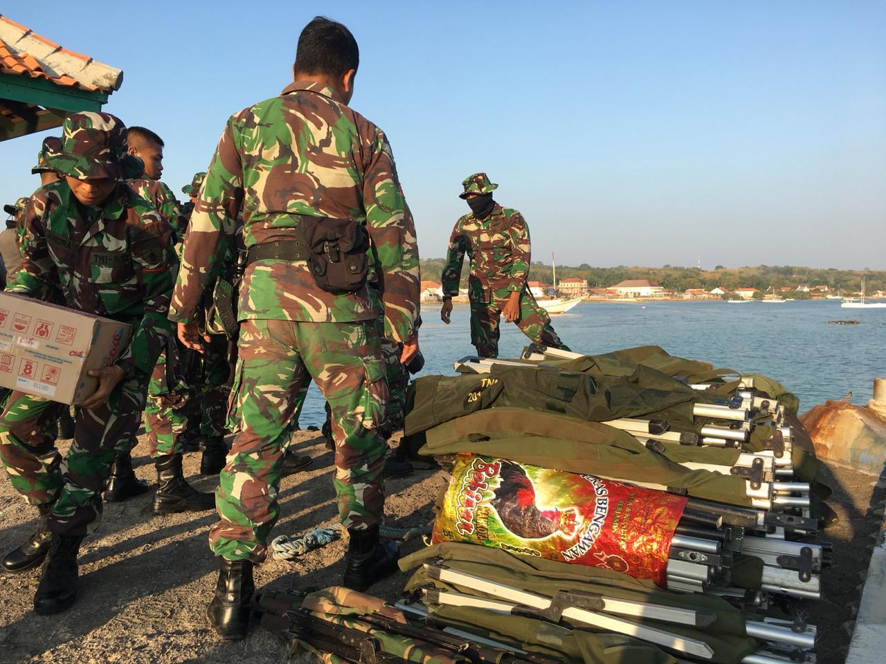Prajurit Raider 500/Sikatan dan Persit KCK Korem 084/Bhaskara Jaya, Terjuni Pulau Sapudi