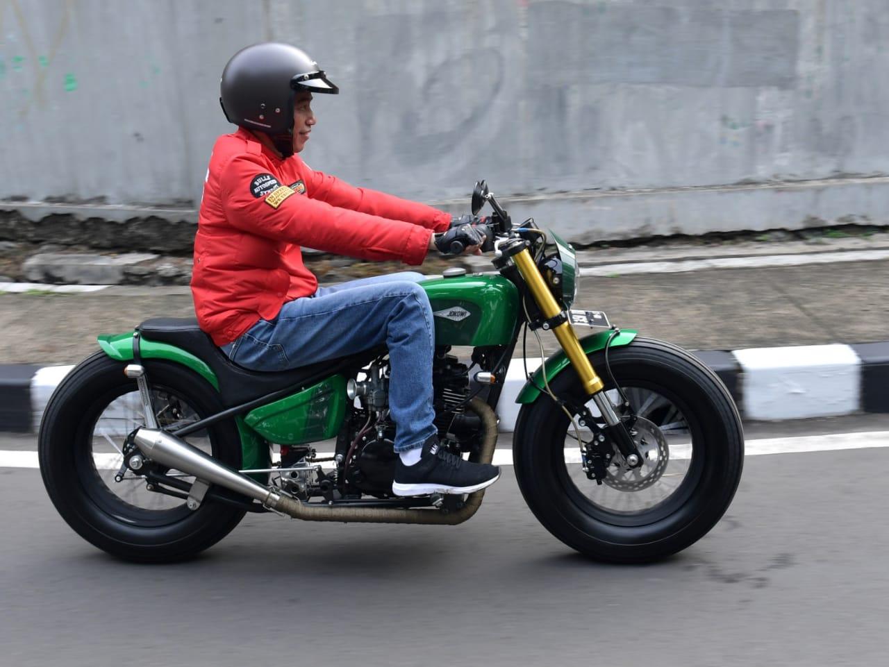 Naik Motor, Presiden Jokowi Blusukan ke Pasar Anyar di Tangerang