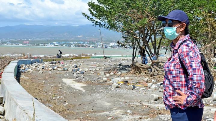 Lima Public Figure Tertangkap Kamera Saat Menjadi Relawan di Palu