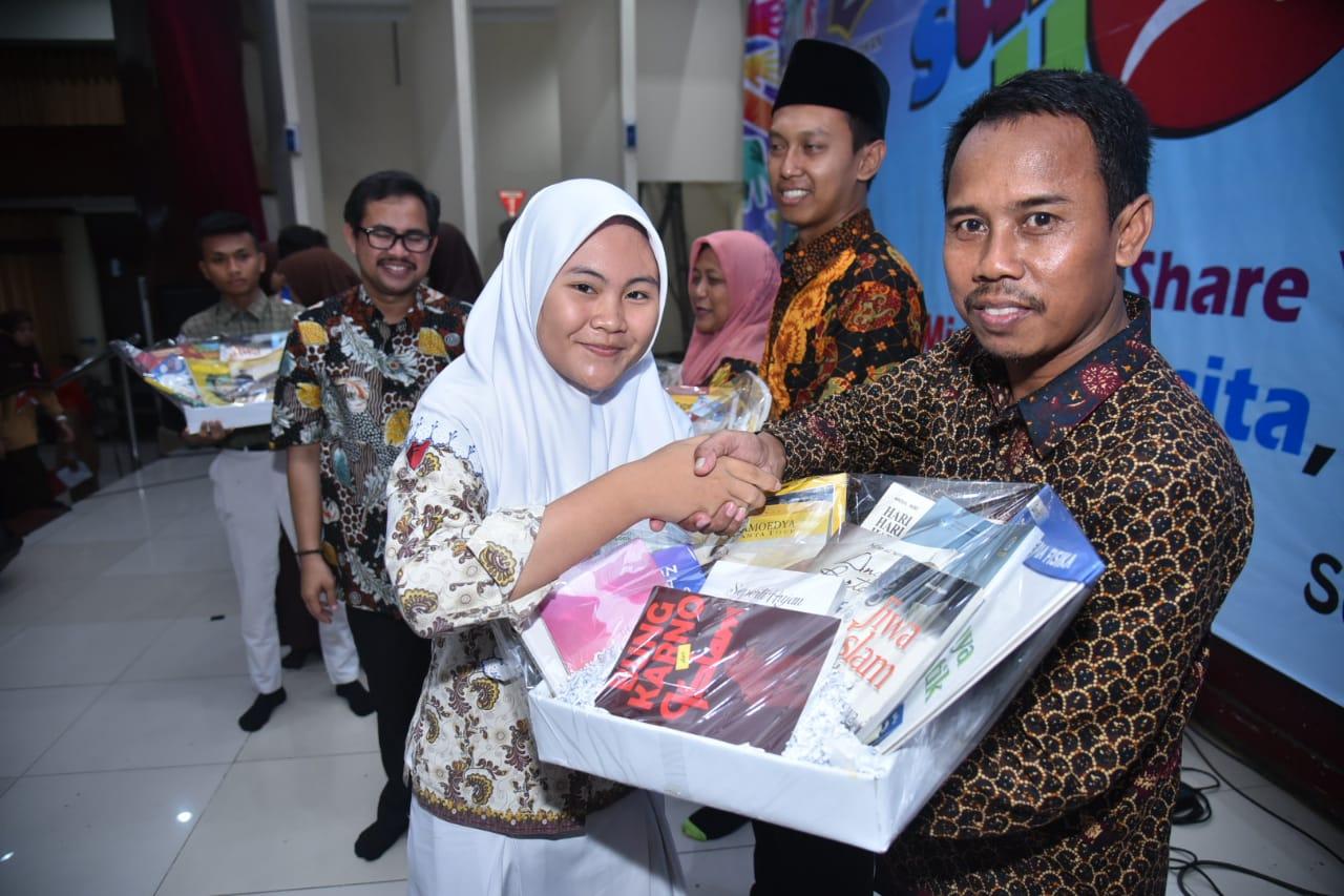 Pemkot dan Pelajar Surabaya Donasikan 12.868 Buku ke Taman Bacaaan Masyarakat