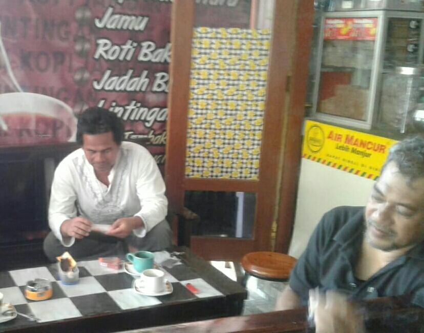 Kedai Kopjalin Cocok untuk Bersantai Nikmati Dinginnya Udara Malam di Kalibeber
